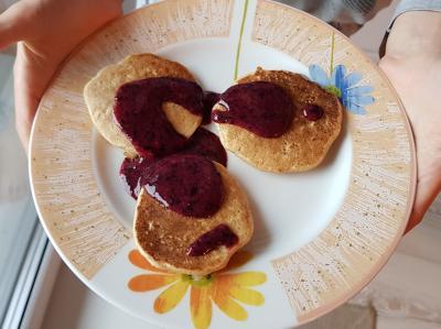 Placuszki jaglano-owsiane zsosem z(gumi)jagód